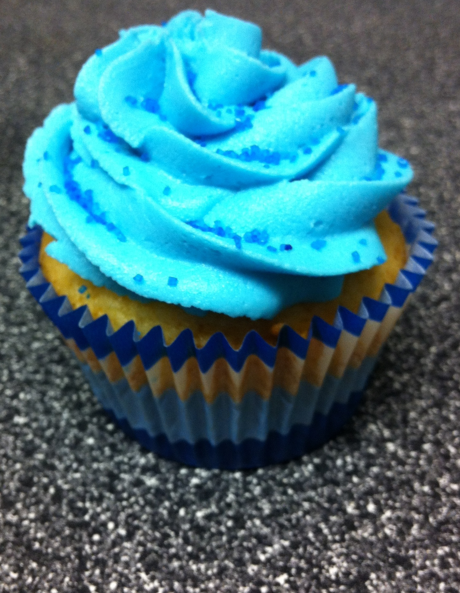 blue frosting cupcakes